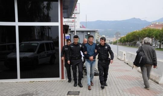 Alanya'da 5 iş yerini soyan hırsız son işinde yakayı ele verdi