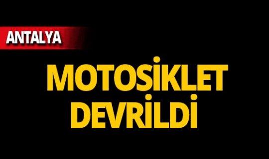 Antalya'da motosiklet devrildi: Yaralılar var!
