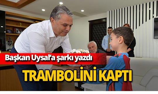 Başkan Uysal'a şarkı yazdı, trambolini kaptı!