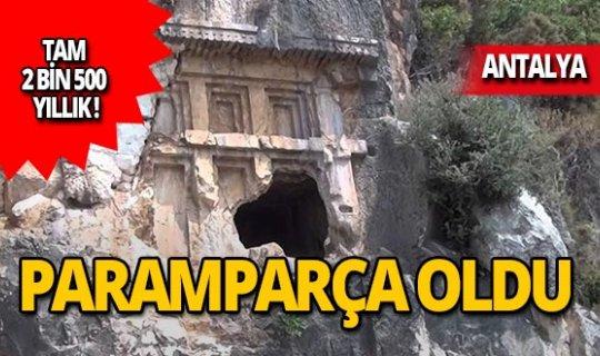 2 bin 500 yıllık kaya mezarını parçaladılar!
