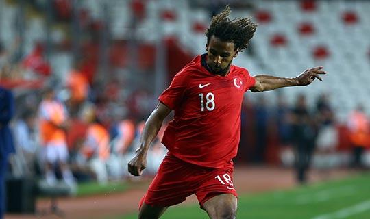 Antalyasporlu sporcu ilk kez ay-yıldızlı formayı giydi