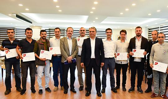 Başkan Uysal, babalara sertifikalarını verdi