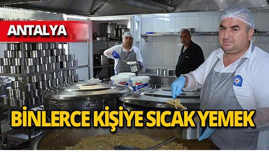 Büyükşehir'den 3 bin kişiye yemek servisi!