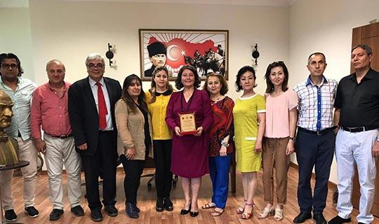 Türk Dünyası, Türkiye'nin ilk Bey Hatun'u Sibel Gezen'i ziyaret etti
