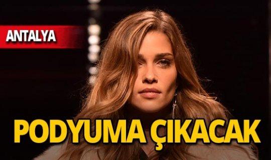 Türkiye hayranı model Antalya'ya geliyor!