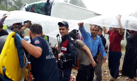 Antalya'da yolcu otobüsü kazası: 20 yaralı