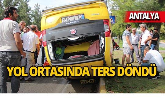 Feci kaza: Taksi ters döndü!