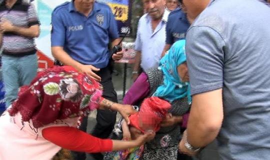 """(ÖZEL) Kucağında bebekle polise yakalanan kadın dilenciden """"Bebeği yere çarparım"""" tehdidi"""