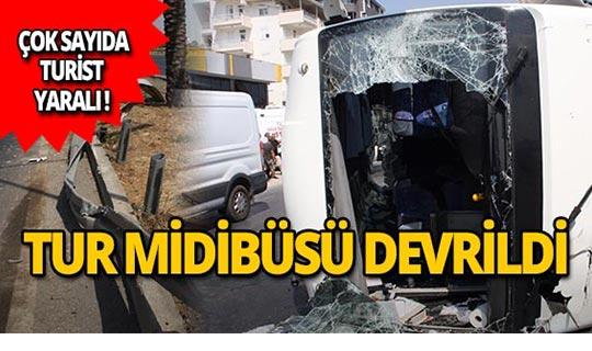Antalya Havalimanı yolunda kaza: Çok sayıda turist yaralandı!