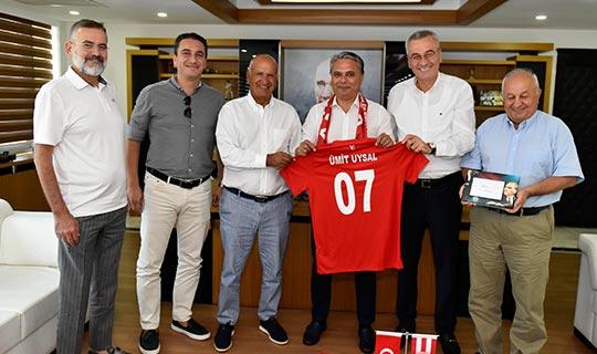 Antalyaspor Kulübü Derneği'nden Başkan Uysal'a ziyaret