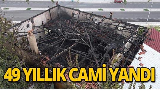 49 yıllık Muratdede Camisi yandı