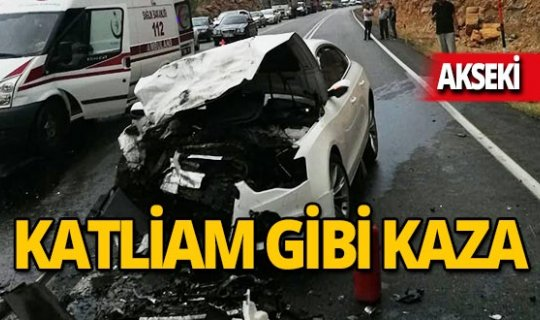 Antalya'da feci kaza: 4 ölü, 2 yaralı!