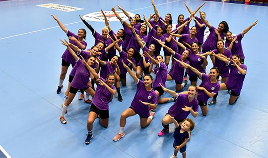 Muratpaşa Kadın Hentbol Takımı, yeni başarılara Corendon'la uçacak
