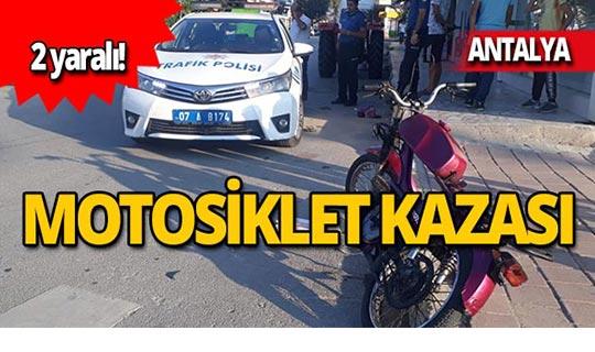 Motosiklet, öğrenci servisi ile çarpıştı