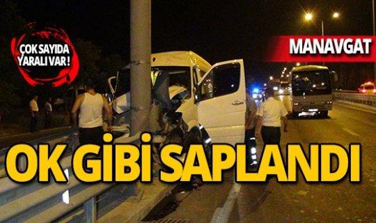 Tur minibüsü bariyerlere çarptı: Çok sayıda yaralı var!