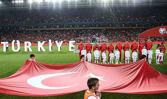 Türkiye liderlik maçında