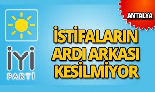 İYİ Parti'de istifaların ardı arkası kesilmiyor!