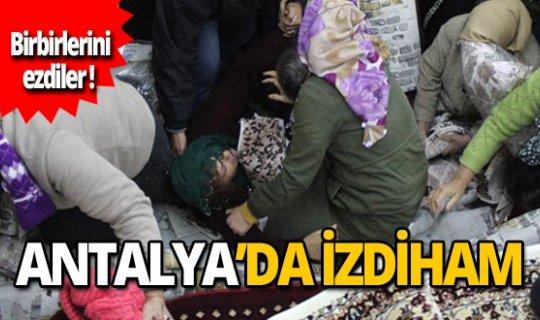 Antalya'da ucuz halı ve paspas izdihamı