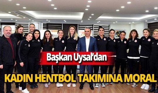 Başkan Uysal'dan kadın hentbol takımına moral