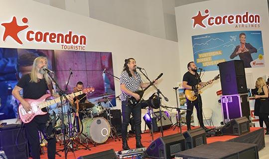 Corendon Airlines'tan Travel Turkey İzmir'de konser sürprizi