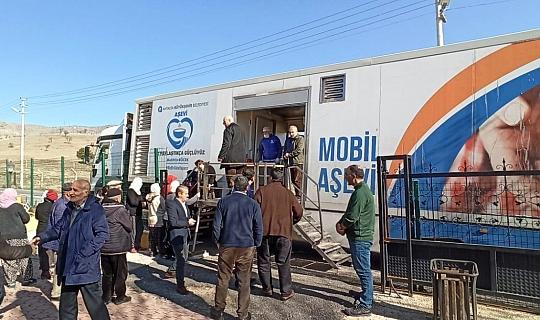 Antalya Büyükşehir ekipleri kamyonlarla deprem bölgesinde