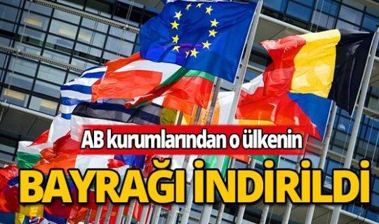 O ülkenin bayrakları Brüksel'deki AB kurumlarından indirildi