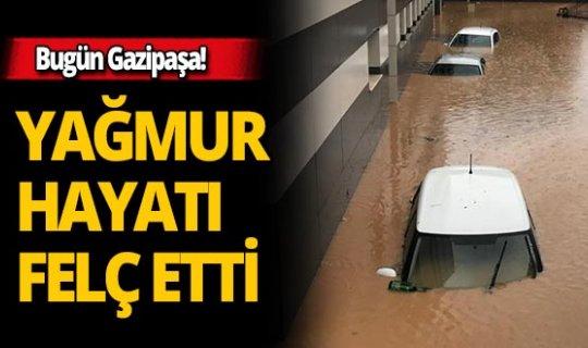 Saatte 100 kg yağış düştü, her yeri su bastı!