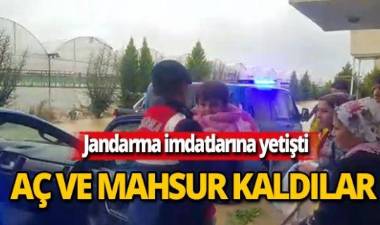 Selden mahsur kalan 5 aileyi jandarma kurtardı