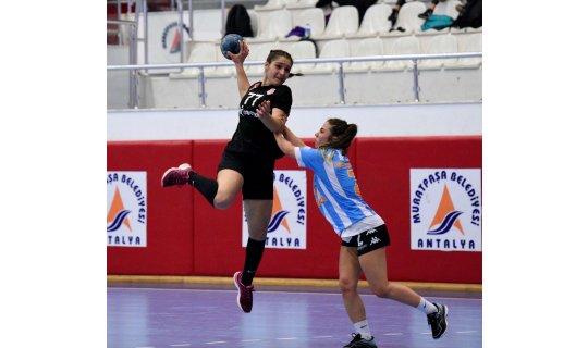 Muratpaşa kadın hentbol takımından 50 gol