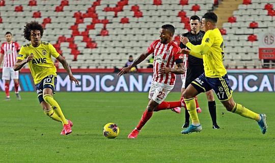 Antalyaspor 90+6'da Fener'e 1 puan kaptırdı. 2-2