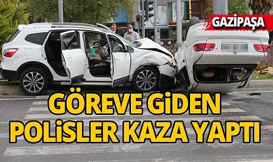 Antalya'da göreve giden polisler kaza yaptı: 3 yaralı
