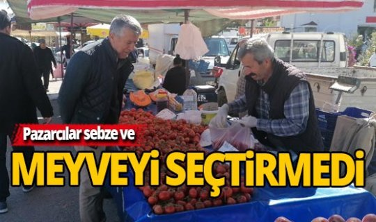 Antalya'da pazarcılar sebze ve meyveyi seçtirmedi