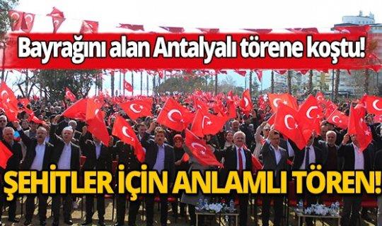 """Bayrağını kapan Antalyalı """"Mehmetçiğe Destek Şehitlere Dua"""" programına koştu!"""
