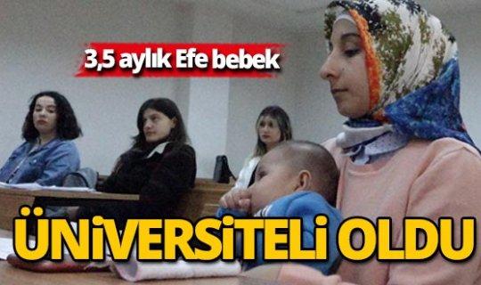 3 buçuk aylık bebeği ile üniversite sıralarında ders görüyor
