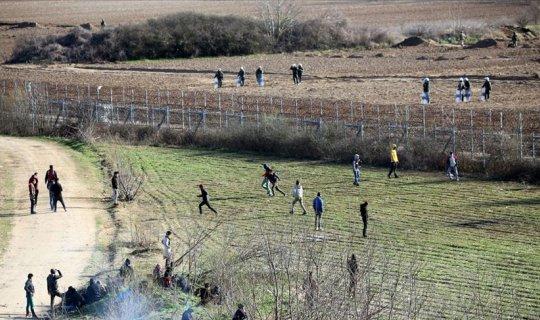 Mültecilere otomatik silahla ateş ettiler