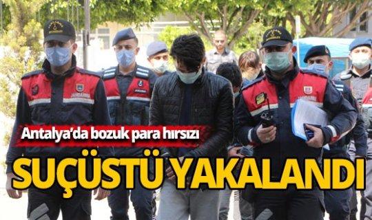 Antalya'da bozuk para hırsızı suçüstü yakalandı