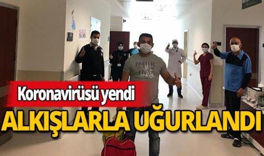 Antalya'da koronavirüsü yenen hasta alkışlarla taburcu edildi