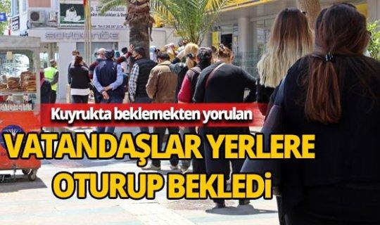 Antalya'da PTT önünde metrelerce kuyruk oluştu