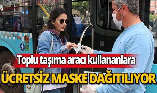 Antalya'da toplu taşımayı kullananlara ücretsiz maske dağıtılıyor