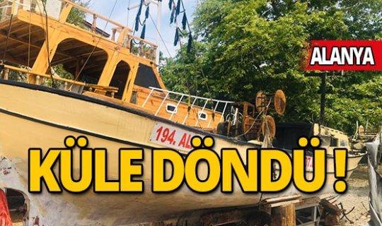 Antalya'da balıkçı teknesi yandı