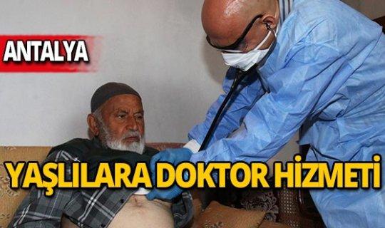Evinden çıkamayan yaşlıların ayağına doktor ve hemşire hizmeti