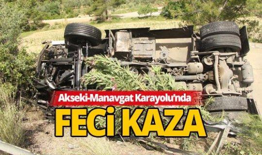 Antalya'da tır şarampole devrildi: 1 yaralı