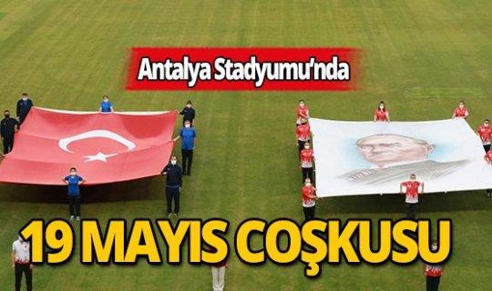 Antalya Stadyumu'ndan İstiklal Marşı yankılandı