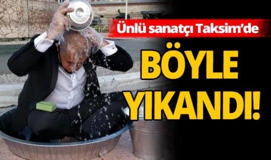 Ünlü sanatçı Taksim'de su israfına dikkat çekmek için leğende yıkandı