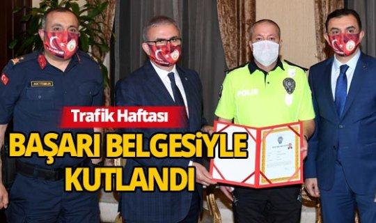 Vali Karaloğlu Trafik Haftasını başarı belgesiyle kutladı