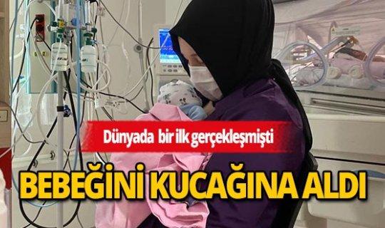 Dünyanın ilk başarılı rahim nakilli annesi bebeğiyle buluştu