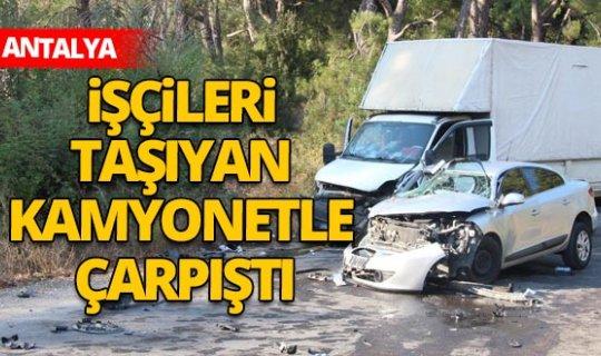 Antalya'da işçileri taşıyan kamyonet ile otomobil çarpıştı