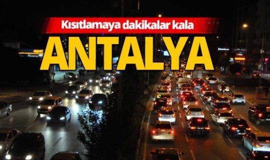 Antalya'da kısıtlama kuyruğu!