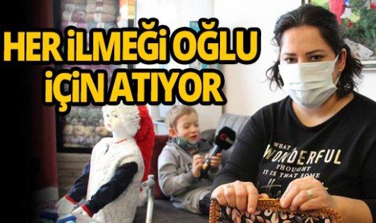 Antalya'de beyin felci hastası oğlunu yürütebilmek için gece gündüz el işi yapıyor