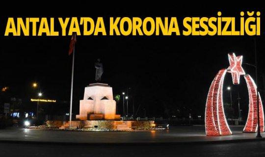 Antalya sokaklarında korona sessizliği hakim
